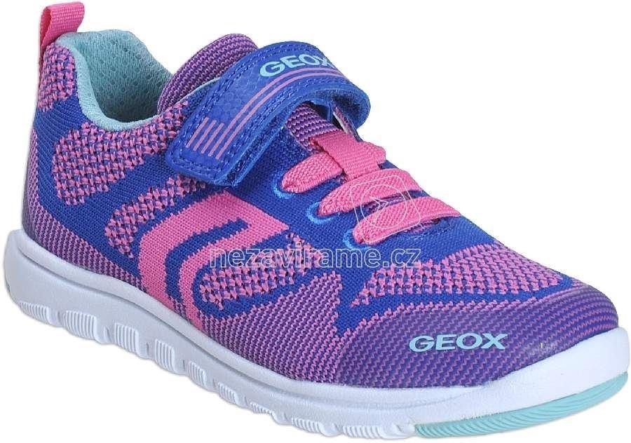 Egész évben hordható gyerekcipő Geox J743RB 00011 C4F8N