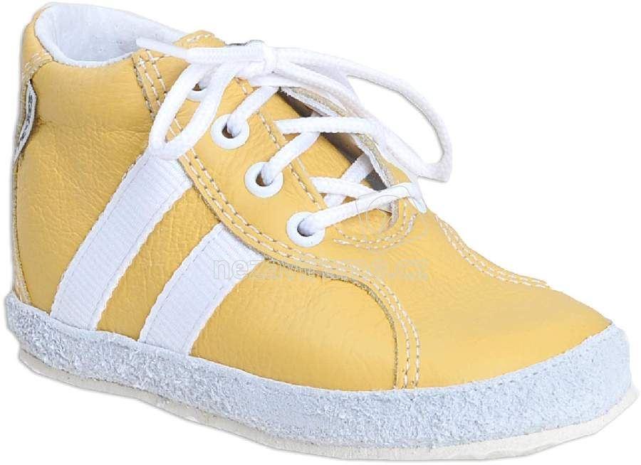 Babacipő Pegres 1090 sárga